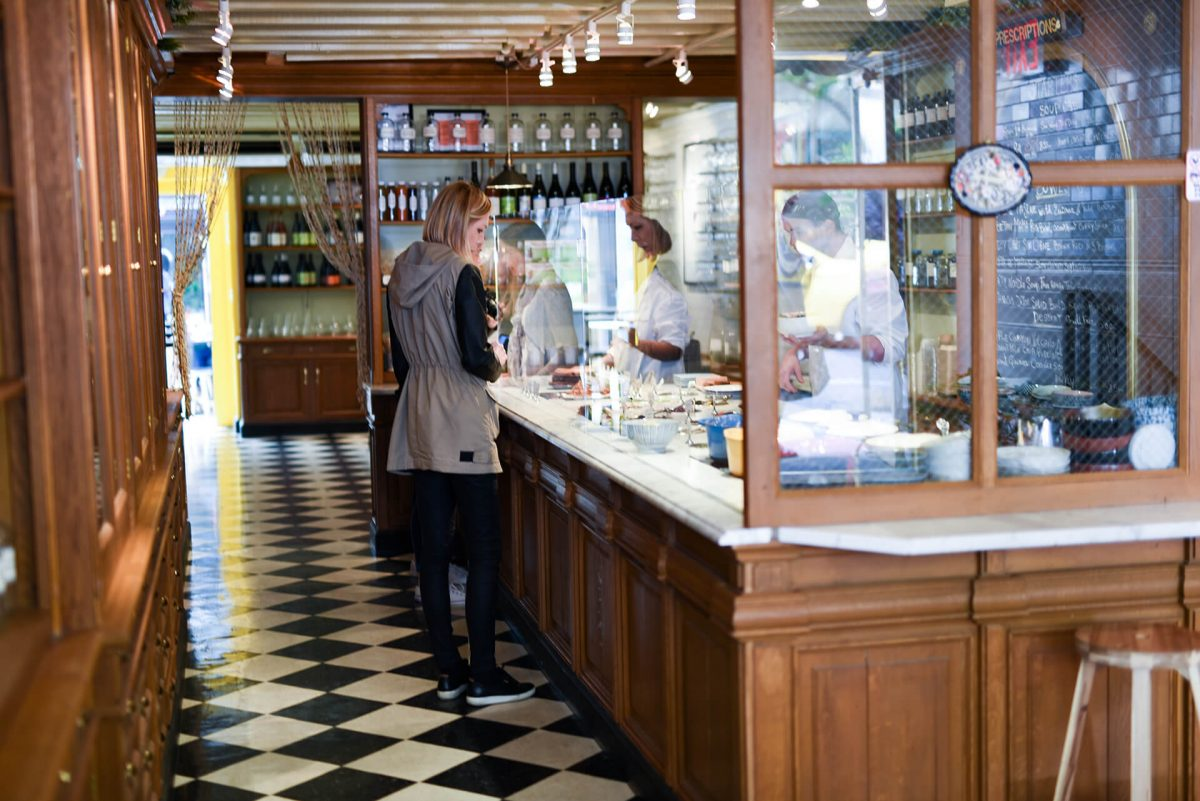 Dining Le Botaniste Restaurant Counter