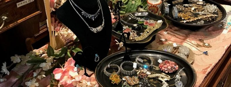 Ladies Pippin Vintage Jewelry Fashion Counter Details