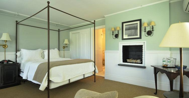 Day Trips and Travels The Hedges Hamptons by Joey Zauzig Guest Room